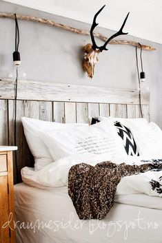 26 rustic bedroom design and decor ideas for a cozy and cozy space - decoration ideas 2018 Stylish Bedroom, Cozy Bedroom, Bedroom Decor, Bedroom Ideas, Rustic Bedroom Design, Rustic Design, Rustic Bedrooms, Skull Bedroom, Small Girls Bedrooms