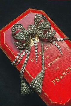 Un billet thématique sortant du cadre habituel de ce blog. Juste pour le plaisir des yeux...      A - Regalia de la Couronne de France   B -...