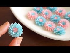 Comment faire des fleurs en papier - DIY How to Make Paper Flowers How To Make Paper Flowers, Paper Flowers Craft, Large Paper Flowers, Flower Crafts, Fabric Flowers, Diy Flowers, Paper Roses, Diy Fleur Papier, Papier Diy