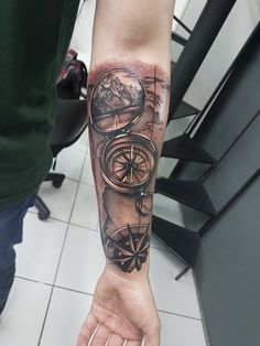 Tatuagem mapa e bússola #tattoo #tatuagem #bussola #maps #mapa #compass #américa