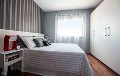 Adesivo laminado repagina cabeceira e armário de quarto de casalCasa