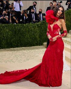 Celebrity Dresses, Celebrity Style, Diamond Dress, Emily Ratajkowski, High Fashion, Cute Outfits, Glamour, Formal Dresses, My Style