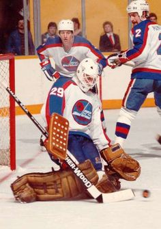 Jets Hockey, Nhl Hockey Jerseys, Hockey Games, Ice Hockey, Hockey Pictures, Goalie Mask, Vancouver Canucks, Nfl Fans, National Hockey League