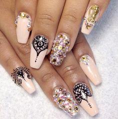 Nails Laura