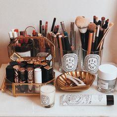 Most Popular Makeup Organizer And Storage Ideas 41 - fainhomes Makeup Vanity Decor, Makeup Room Decor, Makeup Rooms, Diy Makeup, Beauty Makeup, Makeup Drawer, Decoration Inspiration, Room Inspiration, Decor Ideas