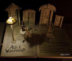 Alicia en el País de las Maravillas - Escultura con Libros - Libro Intervenido - Libro Artístico