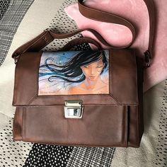 by Ma@g🧵 sur Instagram: Voici un sac qui me tient particulièrement à cœur : c'est un cadeau pour une de mes filles, la plus grande... qui l'a tout de suite adoptée…