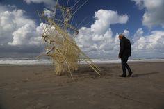 Een strandbeest van The Janssen. Een bijzondere niet elektronische vorm van Robotica.