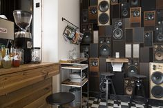 New technology leads us to admire precursors: old LP players and radios are popular again, and now you can put them on the wall and turn up the volume full blast.