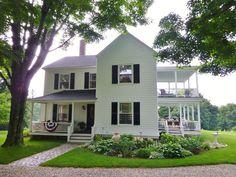 130 Stunning Farmhouse Exterior Design Ideas 25 – Home Design White Farmhouse, Farmhouse Plans, Farmhouse Style, Victorian Farmhouse, Farmhouse Homes, Farmhouse Design, Farmhouse Decor, House Paint Exterior, Exterior Design