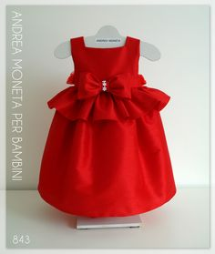 Ideal para fiesta, cumpleaños, bautismo y más ocasiones Elaborado artesanalmente en shantung rojo-bordo Forrado Moño de organza atras y botones Edición Limitada Promos para ciertos talles Elegant red dress in shantung dupioni for baby or girl Ideal for party, wedding, birthday and more events Handmade Back bow in organza and buttons Lined Promos for certain sizes
