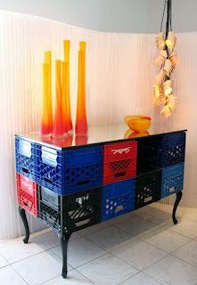 Mueble reciclado con cajas de plástico