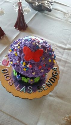 Cupcake gigante de mariposas.