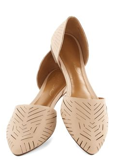 Grounded in Glam Flat in Beige, Springtime nude flats. Beige Flats, Nude Flats, Pointy Flats, Crazy Shoes, Me Too Shoes, Athleisure, Look Boho Chic, Summer Shoes, Vogue