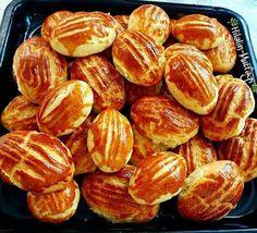 Karaköy Poğaçası Nasıl Yapılır? #yemektarifleri Tasty Bread Recipe, Bread Recipes, Snack Recipes, Snacks, Turkish Recipes, Pretzel Bites, Cake Cookies, Chips, Food And Drink