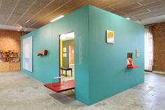 Vues de l'exposition Mur Murs, (au centre) Bertrand Segonzac, V24 mars, peinture et bois (volume supendu), 2006, photos Phoebe Meyer - Mai 2015
