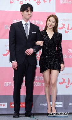 Lee Dong-wook (left) and Yoo In-na pose at a press junket for their new TV series, 'Touch Your Heart', in Seoul on Tuesday. Yoon Seo, Han Ji Min, Condolence Messages, Yoo In Na, New Tv Series, Lee Dong Wook, Lee Sung, Touching You, News Today