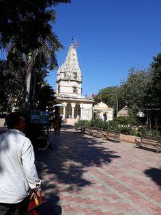 #magiaswiat #podróż #zwiedzanie # indie #blog #azja #zabytki # #swiatynie #shiva #krsna #posagi #slonie #palac #vrindavan Shiva, Barcelona Cathedral, Indie, Tower, Building, Blog, Travel, Rook, Viajes