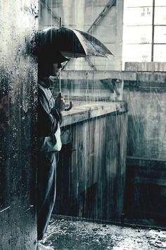 Sound of rain Walking In The Rain, Singing In The Rain, Rainy Night, Rainy Days, Rain Photography, Street Photography, Arte Black, Smell Of Rain, I Love Rain