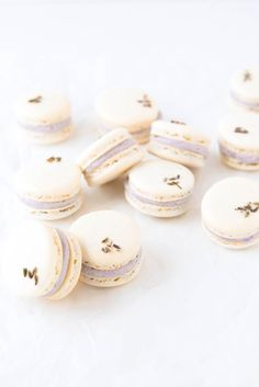 Lavender Coconut Macarons: summery coconut macarons filled with a fragrant lavender buttercream ooohhhh I wanna try! Macaroons Flavors, Coconut Macaroons, Broma Bakery, Macaroon Recipes, Nut Free Macarons Recipe, Macaron Recipe Without Almond Flour, Dried Lavender Flowers, Galletas Cookies, Macaron Cookies
