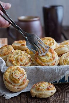 Pinwheels with cheese and ham filling • Käse-Schinken-Blätterteigschnecken