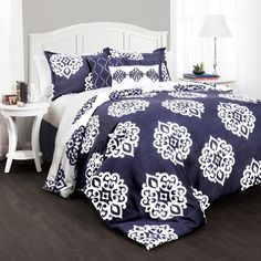 A beautiful white geometric pattern sits atop a rich navy background in this lovely comforter set. Coordinating shams and decorative pillows complete the look.