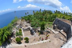 Looking southeast from the walls of the Spanish Fort Tohula (also Tahula) on the coast of Tidore.  In 1614 The Dutch tried and failed to take Tohula.  http://www.spiceislandsforts.com/the-clove-twins-tidore/fort-tohula/