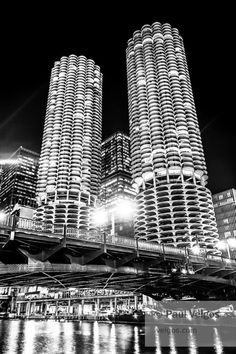 Chicago Black and White Art Print of Marina City Towers - Chicago Large Canvas Prints, Metal Wall Art, Oversized Home Decor, Fine Art Print