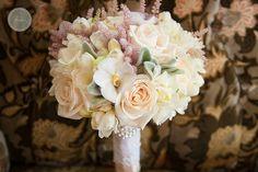 Buchet de mireasa romantic, cu trandafiri, orhidee, astilbe; Romantic wedding bouquet Flower Decorations, Perfect Wedding, Magnolia, Wedding Bouquets, Romantic, Crown, Astilbe, Beautiful, Floral Decorations