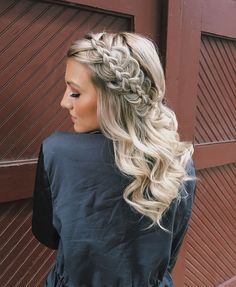 this gorgeous dutch braid will make your wedding pictures even more stunning | hair + makeup by goldplaited