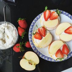 Vegan almond cheese on corn cakes with apple and strawberry by @viktoria_vmestodiet