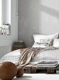 I love this minimalist style. Makes me totally want to redo my apartment,