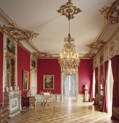 Ludwigsburg Residential Palace is one of the largest Baroque buildings in Europe to survive in its original condition. It offers visitors an insightful tour through the centuries – from Baroque to Rococo to Neoclassical. Rococo Furniture, French Furniture, Furniture Direct, Old Buildings, Neoclassical, Beautiful Interiors, Second Floor, Wall Design, Valance Curtains