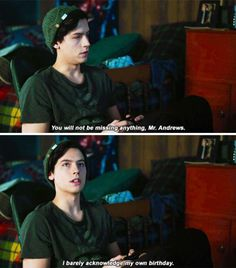 'Riverdale' PSA: Jughead Can Be Asexual and Still Love Betty Cooper Riverdale Quotes, Riverdale Funny, Bughead Riverdale, Teen Wolf, Riverdale Betty And Jughead, Archie Comics Riverdale, Riverdale Cole Sprouse, Tv Quotes, Videos