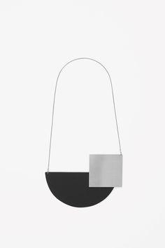 Magnetic shape necklace — COS