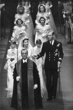 Royal Wedding: Queen Elizabeth II and Prince Philip's Westminster Abbey nuptials - Photo 7 Princesa Elizabeth, Princesa Anne, Young Prince Philip, Prince Philip Queen Elizabeth, Princess Margaret, Prince Charles, George Vi, Rei George, Royal Brides