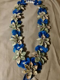 Candy Leis, Graduation Flowers, Creative Money Gifts, Money Lei, Party Ideas, Gift Ideas, Brooch, Type, Crafts