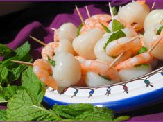 Lychee-Shrimp Appetizers Source by stefyleonoa Shrimp Skewers, Shrimp Appetizers, Appetizer Recipes, Lychee Recipes, Tapas, Look And Cook, Litchi, Finger Foods, Food Styling