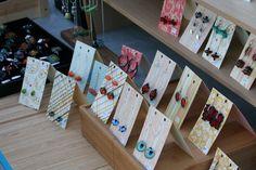 Nice: earrings display and packaging idea, using paper scraps. #jewelry #jewellery #packaging