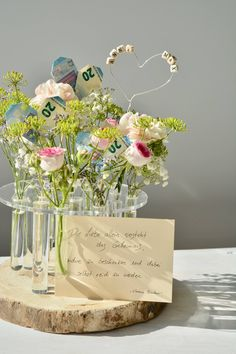 Let flowers speak - a special gift- Lass Blumen sprechen – Ein besonderes Geschenk Nice gift idea for the wedding gift # money gift - Diy Gifts, Best Gifts, Fleurs Diy, Best Wedding Gifts, Gift Wedding, Engagement Ring Cuts, Special Gifts, Wedding Flowers, Gift Flowers