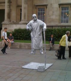Caught one of the best living statues I've ever seen at Trafalgar Square the other day