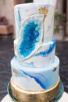 Geode Wedding Cakes Ideas Make You Forget All Other Cakes(Marble Wedding Cake) Gorgeous Cakes, Pretty Cakes, Cute Cakes, Amazing Cakes, Bolo Geode, Geode Cake, Wedding Cake Designs, Wedding Cakes, Mediterranean Wedding