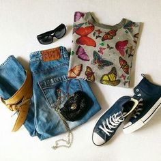 Ready for Spring? TOP for SALE with butterflies and glitters stones, size M, price 1 500 CZK. Converse Fashion, Gianfranco Ferre, Glitters, Butterflies, Stones, Ootd, My Style, Spring, Jeans