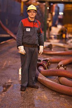 Werknemer in de chemieoverslag Vopak - Foto van Freek van Arkel