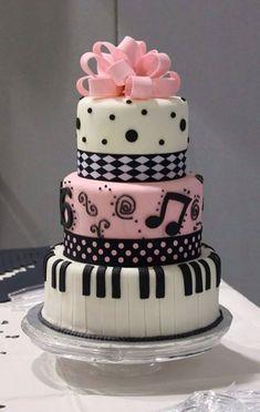 Kue ulang tahun yang cantik untuk Anda para Ladies yang suka dengan musik.