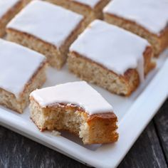 Baka den klassiska mazarinkakan i rutor istället! --- Swedish recipe - give me a holler if you need translation :0) Bagan, Swedish Recipes, Sweet Recipes, Swedish Cookies, Baking Recipes, Cake Recipes, Almond Flour Cakes, Cookie Cake Pie, Scandinavian Food
