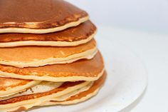 True breakfast champions can elevate their culinary game with pancake batter made from scratch. Read on for our guide to the best homemade pancakes! Chia Pancakes, Coconut Flour Pancakes, Gluten Free Pancakes, Protein Pancakes, Stack Of Pancakes, Savory Pancakes, Pancakes Easy, Vegan Pancakes, Clean Eating Snacks