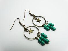 Boucles d'oreilles étoile moderne bronze perle vertes cercle : Boucles d'oreille par comme-par-enchantement