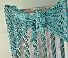 Lydia Shawl:  Free Ravelry Pattern - I just finshed one and another one is one my hook - super easy and finished in no time! <3