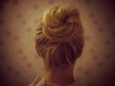 www.elvirall.blogg.se    girly, hairstyle,updo,messy bun,long hair,blonde